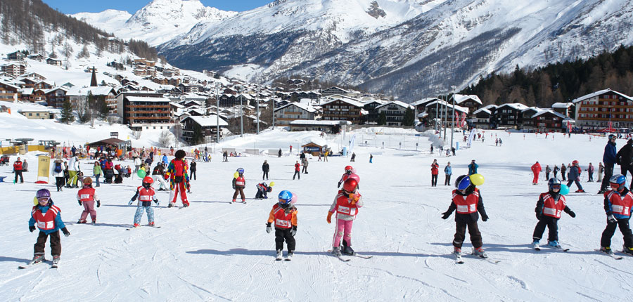 Switzerland_Saas-Fee_Hotel-Bristol_ski-school-meeting-point.jpg